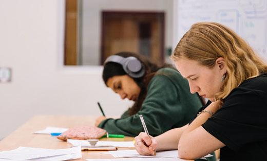 โพสต์ภาพ การสอบเข้ามหาวิทยาลัย ซึ่งการสอบแบบนี้ จะมีคู่แข่งจำนวนมาก อาจจะทั้งประเทศ  - การสอบเข้ามหาวิทยาลัย