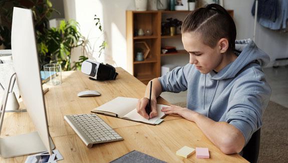โพสต์ภาพ การเรียนการสอนแบบออนไลน์ - การเรียนการสอนแบบออนไลน์